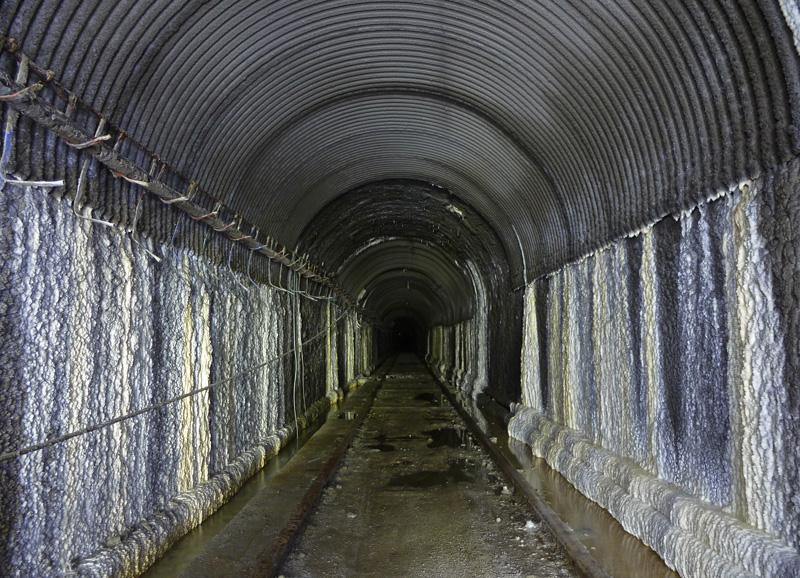 Tunnel d'une ancienne carrière de pierre à ciment